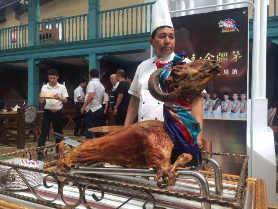 新疆特色美食――烤全羊