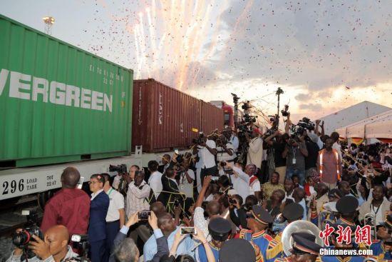 蒙内铁路移交仪式在肯尼亚内罗毕举行